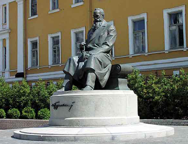 памятник Грушевскому в Киеве